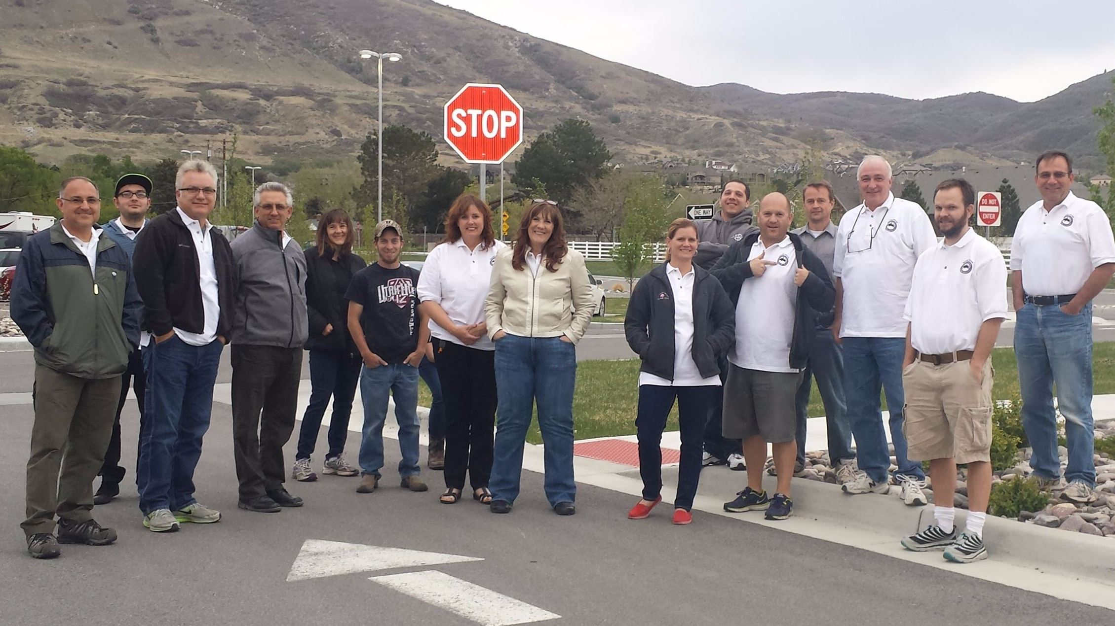 Group Photo of 2016 citizens academy participants standing in an intersection