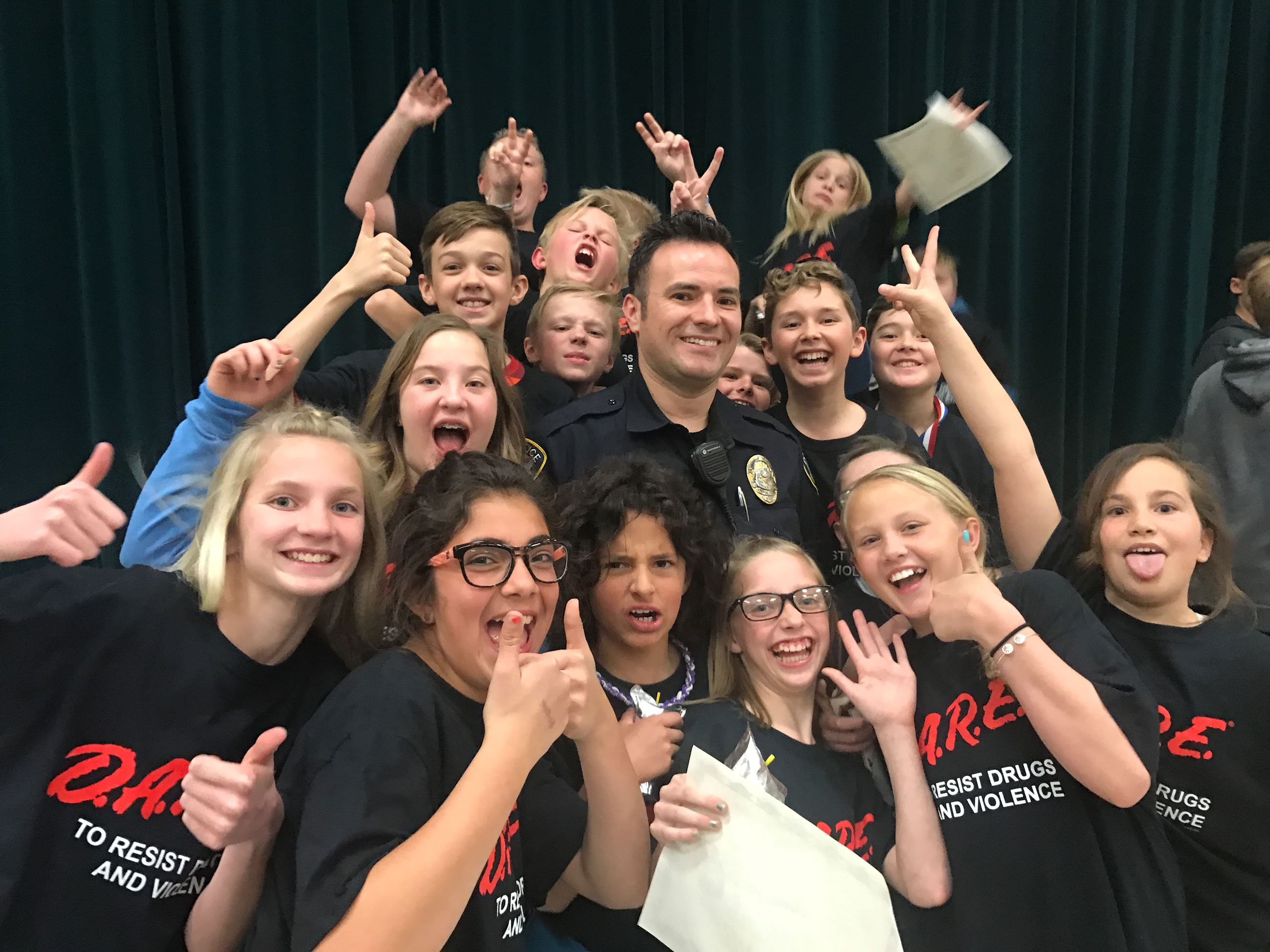 Officer Rulon Green with Dare students from Oak Hollow